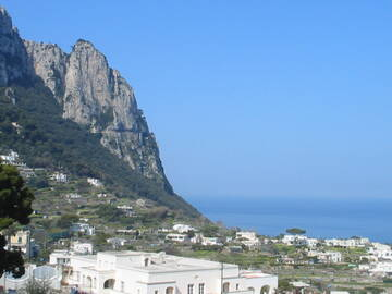 Blick von Capri auf Anacapri