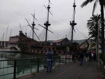 Im Hafen von Genua sahen wir auch ein Piratenschiff